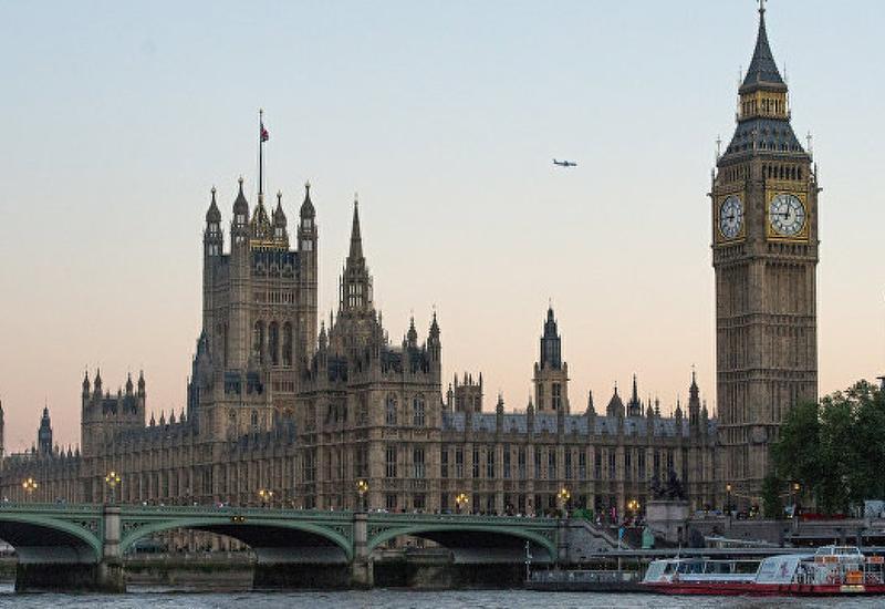В Британии стартовали внеочередные выборы в парламент