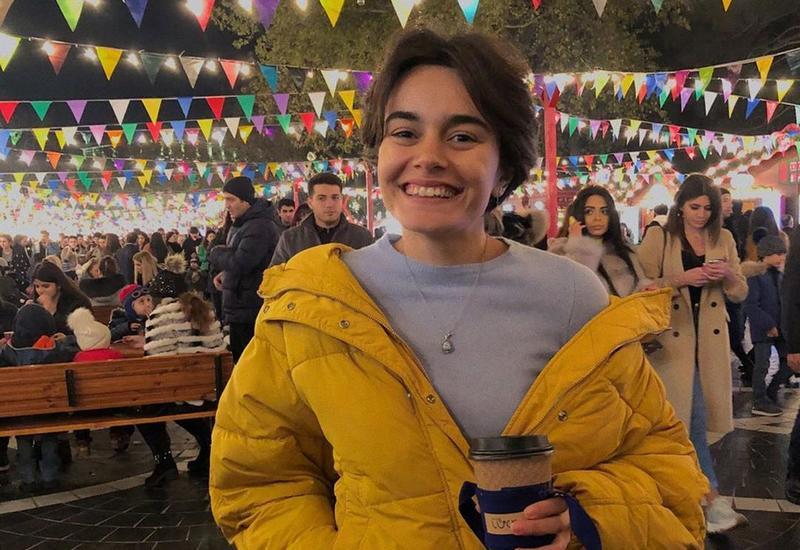 Шафига Эльшан на бакинской новогодней ярмарке