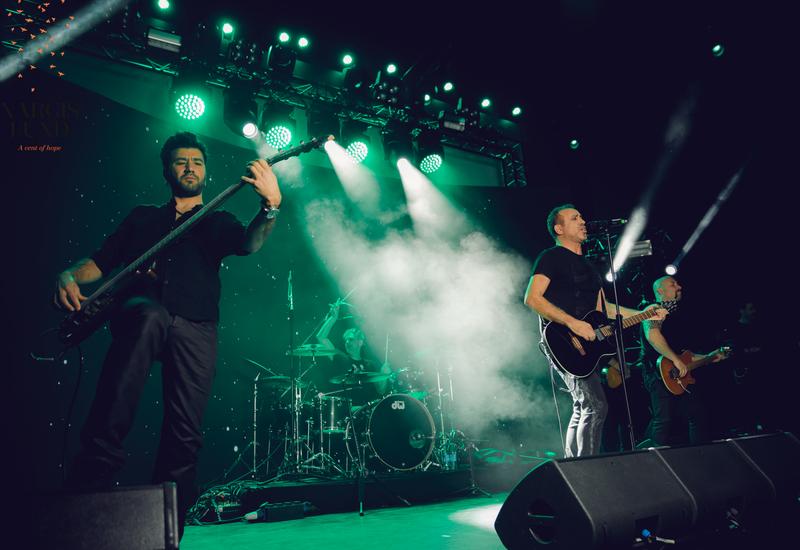 Турецкий рок-музыкант провёл в Баку благотворительный концерт для азербайджанки с лимфомой