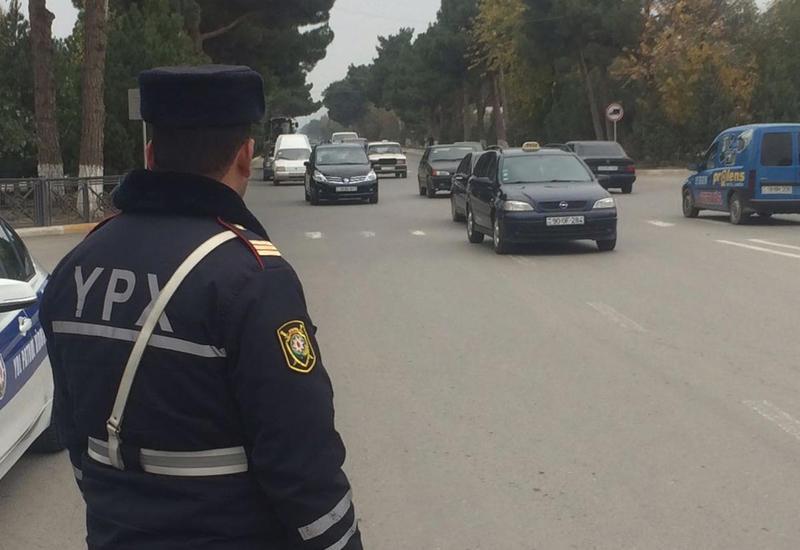 На ряде дорог в Баку ограничили движение транспорта