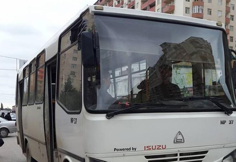 В Баку маршрутный автобус попал в ДТП, есть пострадавшие