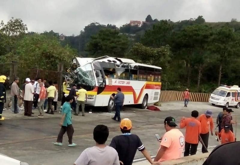 Автобус на высокой скорости столкнулся с грузовиком на Филиппинах