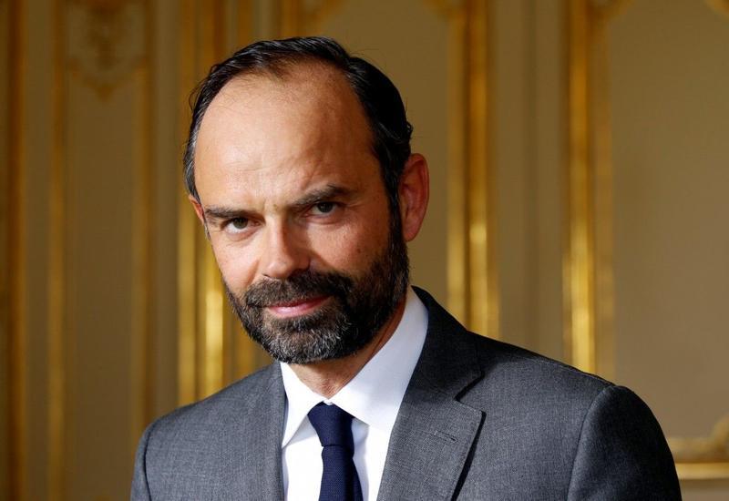 Премьер-министр Франции обвинил протестующих в срыве Рождества