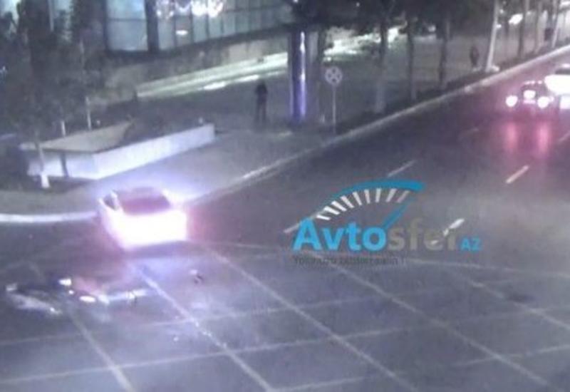 В Баку такси сбило мотоциклиста