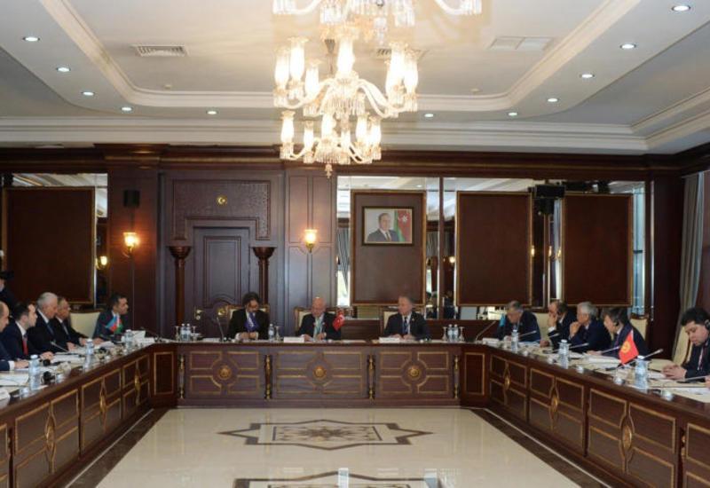 В парламенте Азербайджана проходит заседание Комиссии ТюркПА