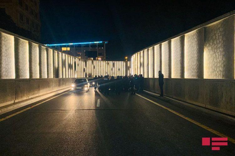 В тоннеле в Баку произошло тяжелое ДТП, водитель госпитализирован