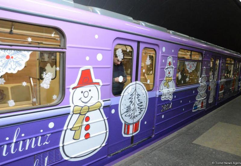 Станции бакинского метро будут объявлять известные личности