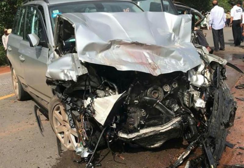 В Сумгайыте легковой автомобиль столкнулся с автобусом, есть погибший