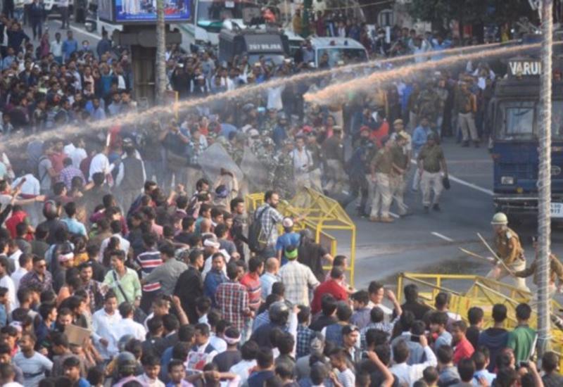 Протесты в Индии продолжаются: количество погибших резко возросло