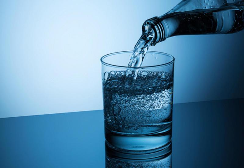 Врач рассказал, кому следует отказаться отминеральной воды
