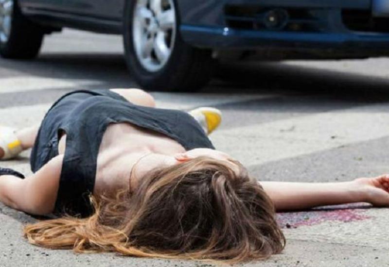 В Баку автомобиль сбил насмерть женщину с ребенком
