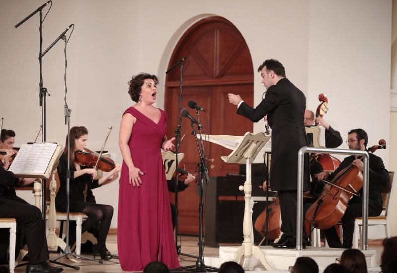 Звезды азербайджанской оперы поздравили с Новым годом