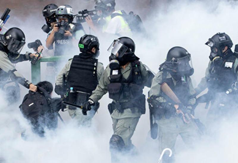 В Гонконге полиция применила слезоточивый газ против демонстрантов