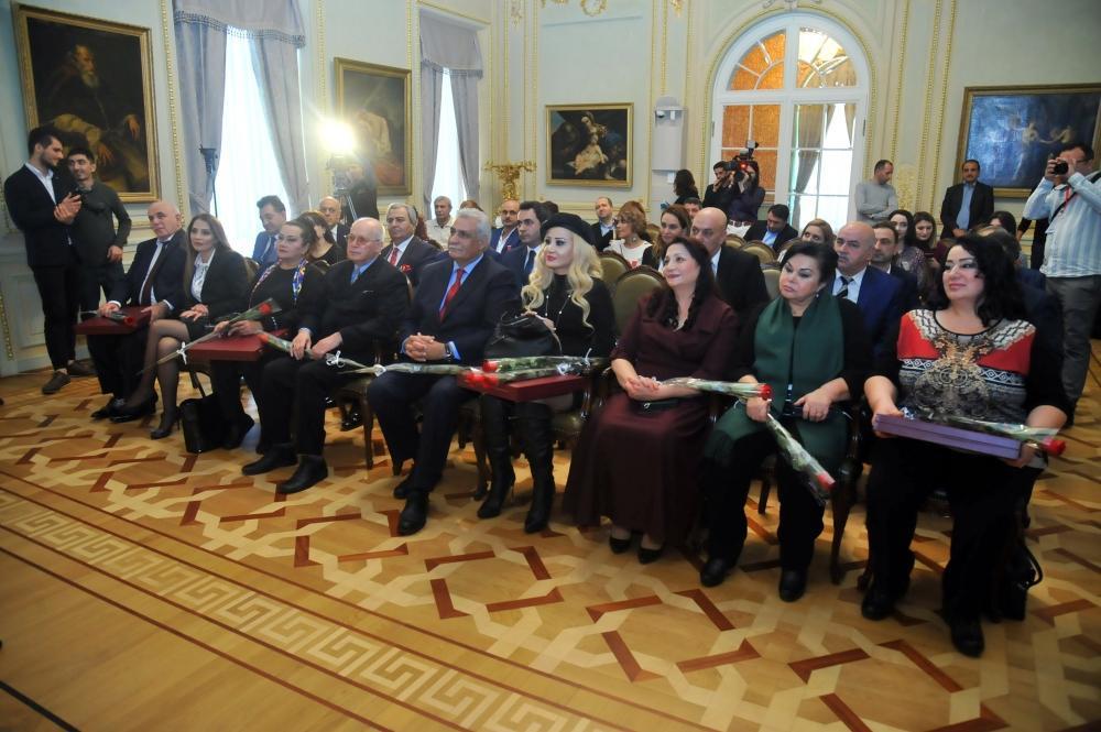 Азербайджанским звездам и деятелям культуры вручены государственные награды