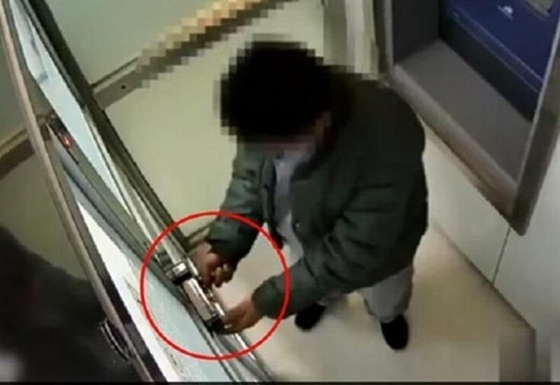 Мужчина решил ограбить банкомат, но испугался голоса виртуального помощника