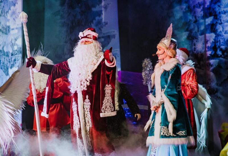 "В Баку состоялся показ яркого представления ""Новогодний звездопад"""