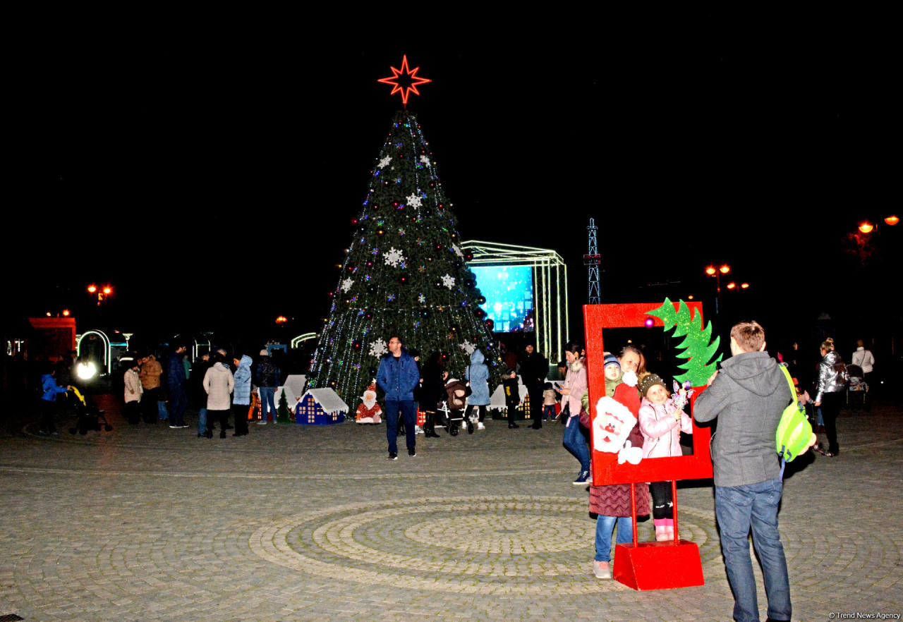 https://img.day.az/2019/12/26/trend_baku_new_year_261219_(34).jpg
