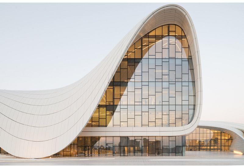 Центр Гейдара Алиева назван лучшим архитектурным строением десятилетия