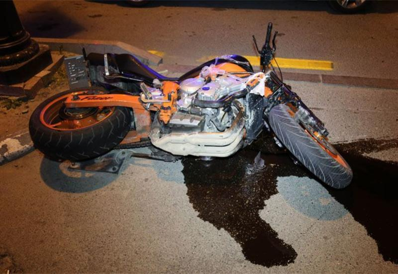 Мотоциклист сломал ногу при ДТП в Баку