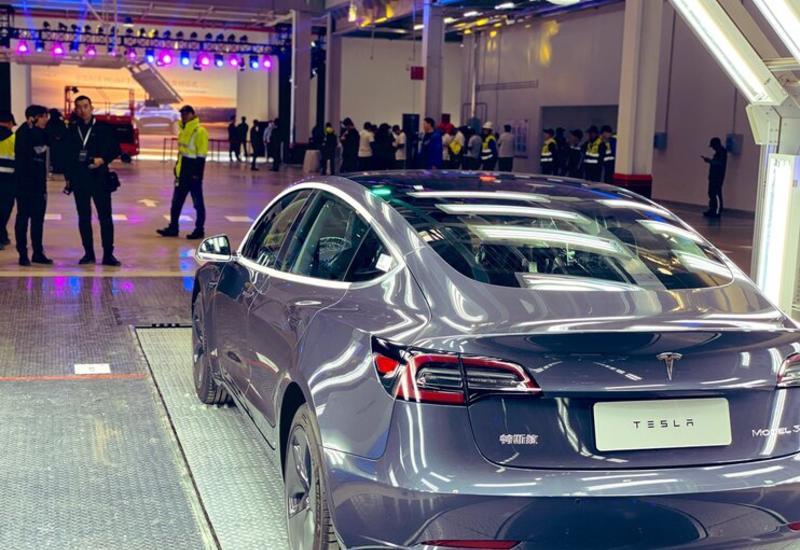 """Tesla поставила клиентам первые Model 3 """"Made in China"""""""