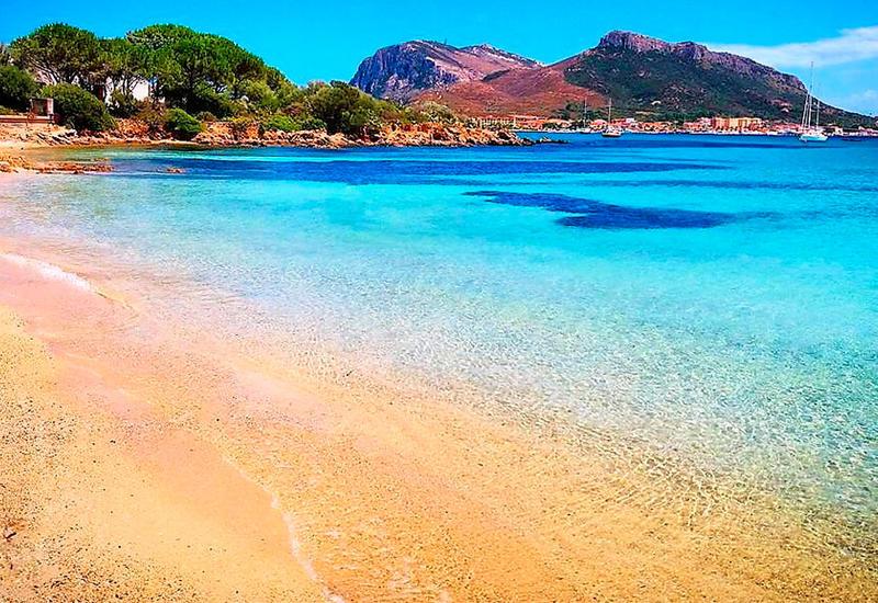 Туристы за год увезли с пляжей Сардинии десятки тонн песка на сувениры