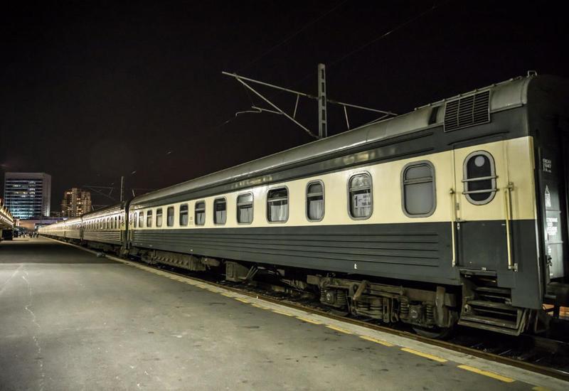 Стали известны подробности столкновения машины скорой помощи с поездом в Баку