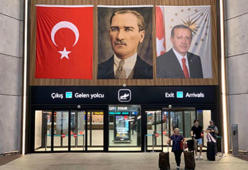 Запрет встречать туристов в турецком аэропорту вызвал коллапс