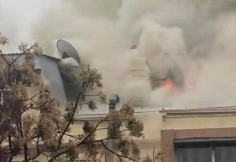 В жилом здании в центре Баку произошел пожар