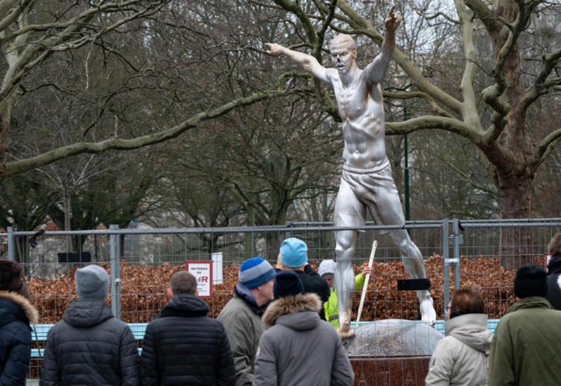 Фанаты свалили статую Ибрагимовича