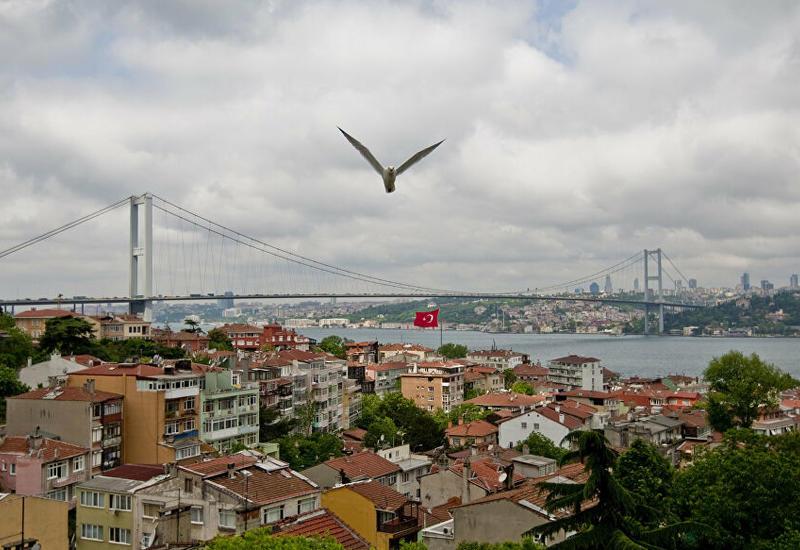 В Стамбуле более ста домов остались без крыш из-за циклона