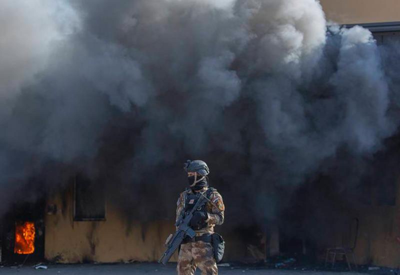 """Две ракеты упали в """"зеленой зоне"""" в Багдаде"""