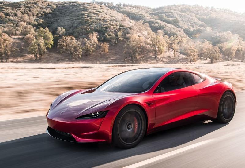 """Машины Tesla скоро смогут """"обращаться к пешеходам"""""""