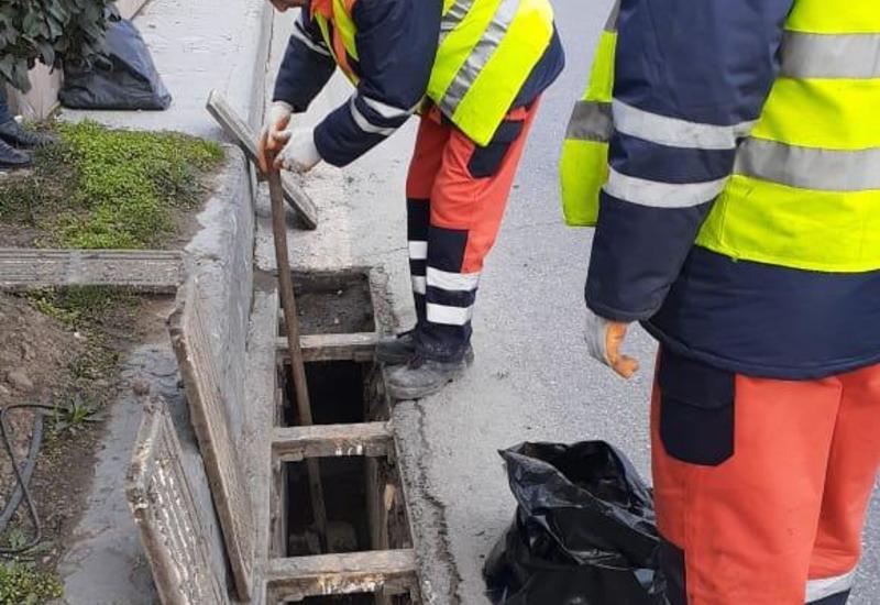 В Баку очищены автомобильные тоннели и подземные пешеходные переходы