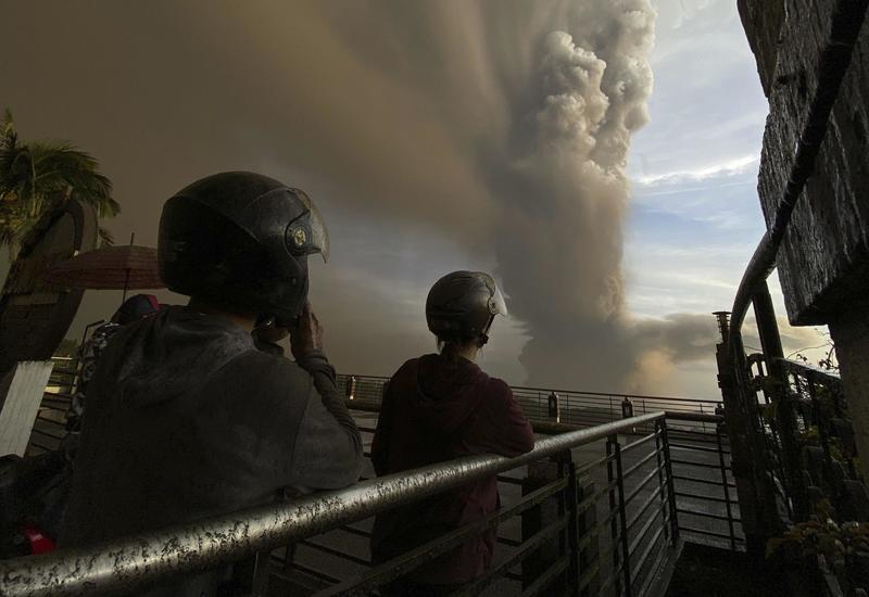 На Филиппинах объявили режим бедствия после извержения вулкана