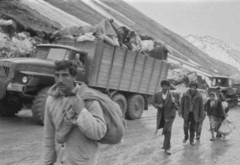 Армянские националисты, избивая, насильно выгоняли из домов азербайджанцев
