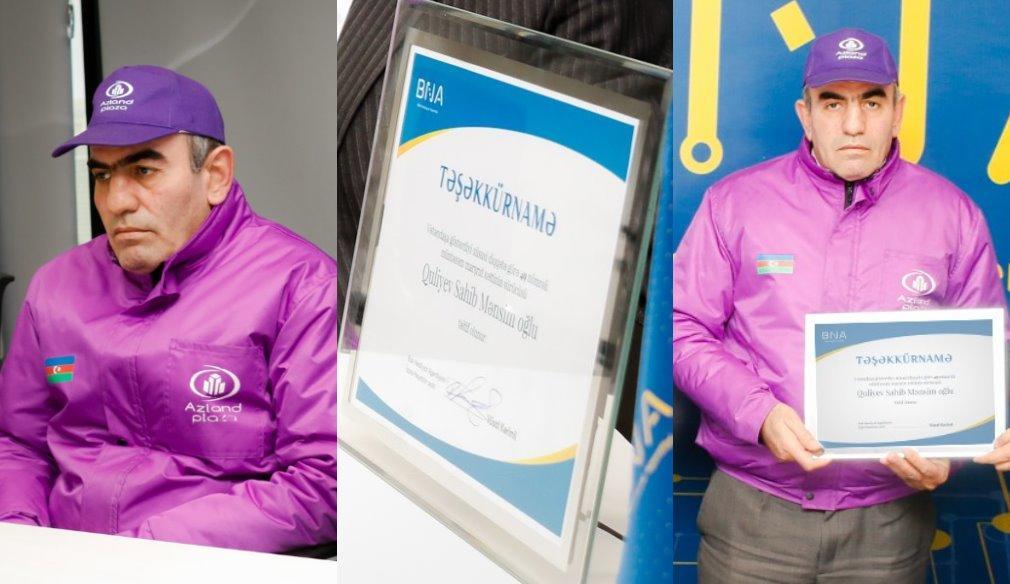 В Баку водитель автобуса вернул пассажиру утерянные деньги и золотые украшения