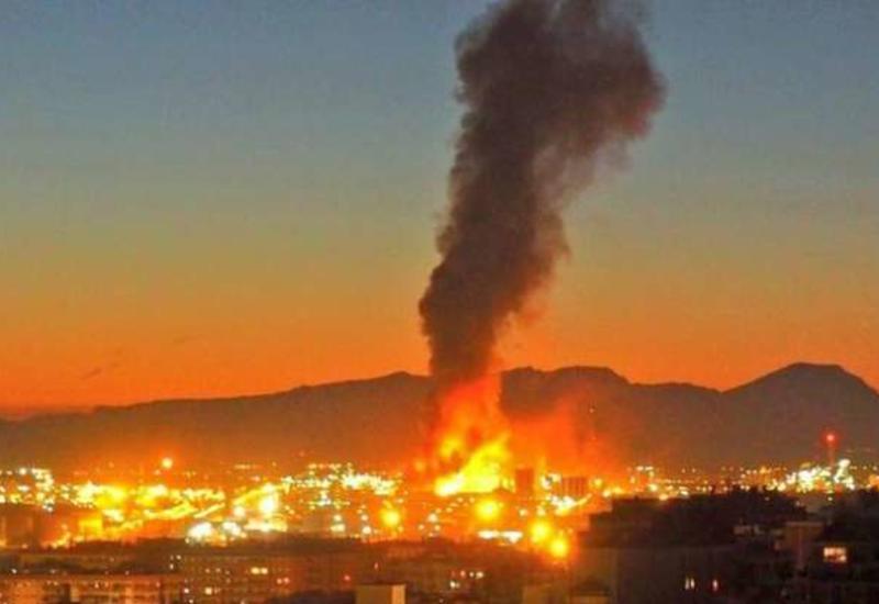 Появились кадры момента взрыва на нефтехимическом заводе в Испании