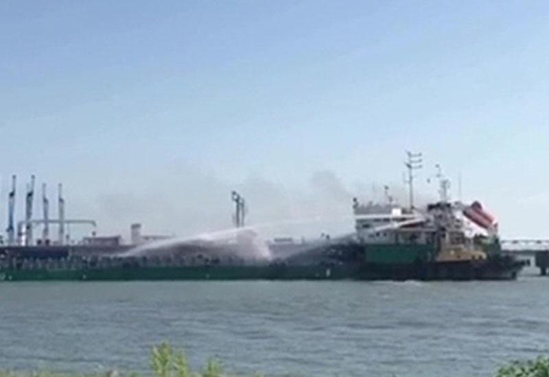 Rusiya limanında İran tankerində yanğın
