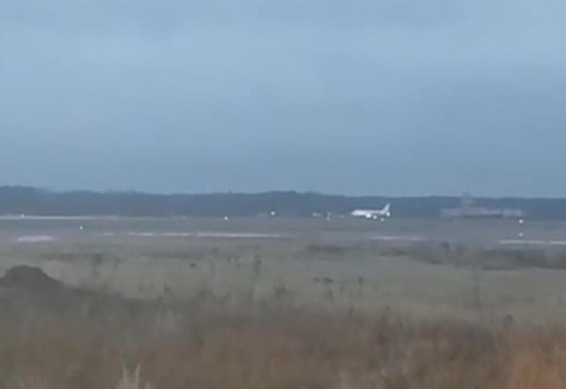 Названа причина посадки российского самолета на недостроенную полосу вблизи аэропорта