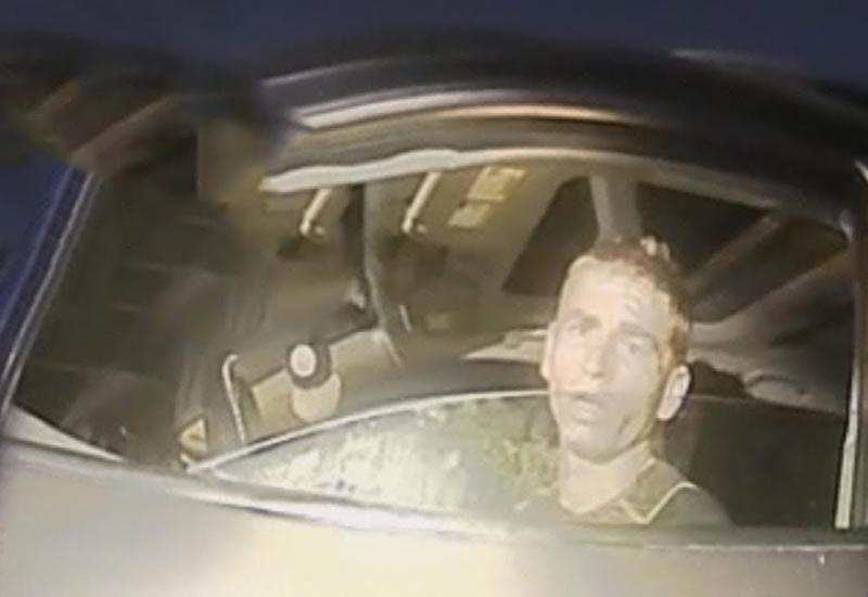 Полицейский остановил машину, но когда водитель опустил окно, то он выяснил нечто шокирующее