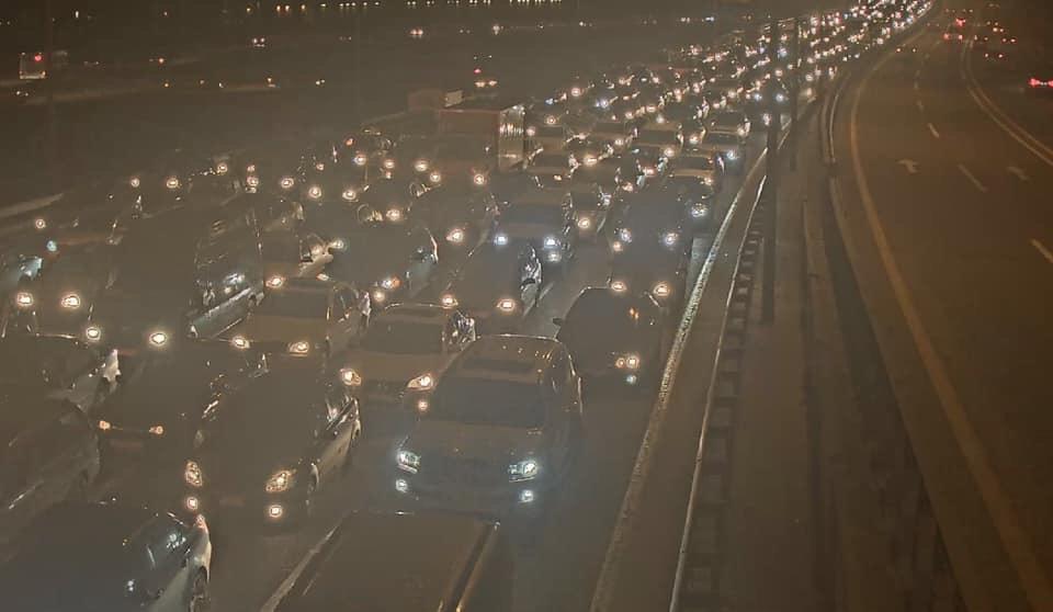 На крупном проспекте в Баку образовалась большая пробка из-за ДТП
