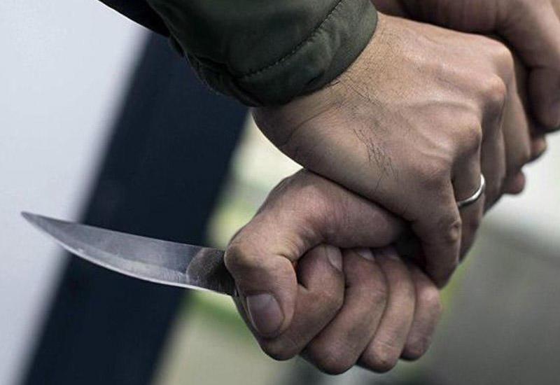 Bakıda bıçaqlanma: yaralı hücum edən şəxsi tanımadığını deyir