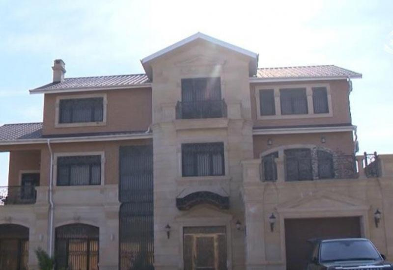 Azərbaycanlı müğənninin dəbdəbəli evi