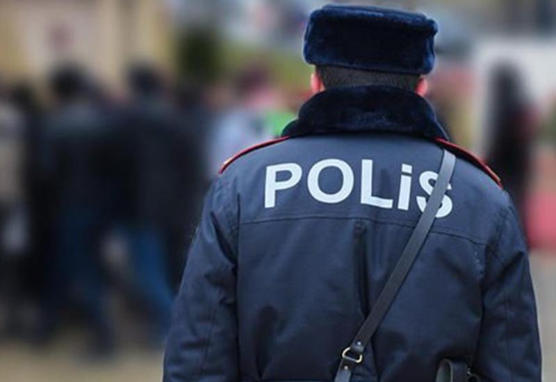 В Баку полицейские спасли жизнь женщине, потерявшей сознание посреди дороги