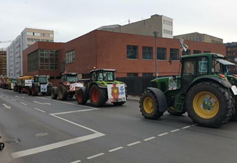 По Берлину в рамках акции протеста прошла колонна сельхозтехники