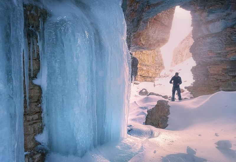 Сказочный замерзший водопад в Губинском районе