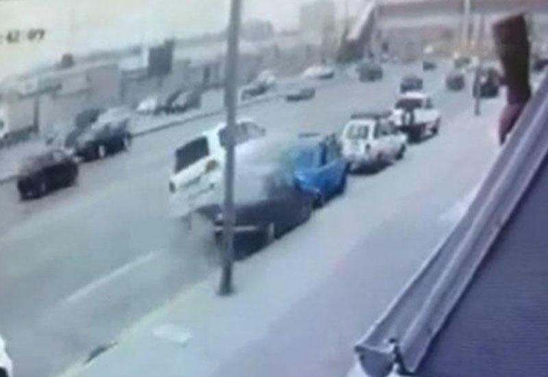 """Bakıda ağır qəza: """"Toyota"""" eyni anda 4 avtomobili əzdi"""