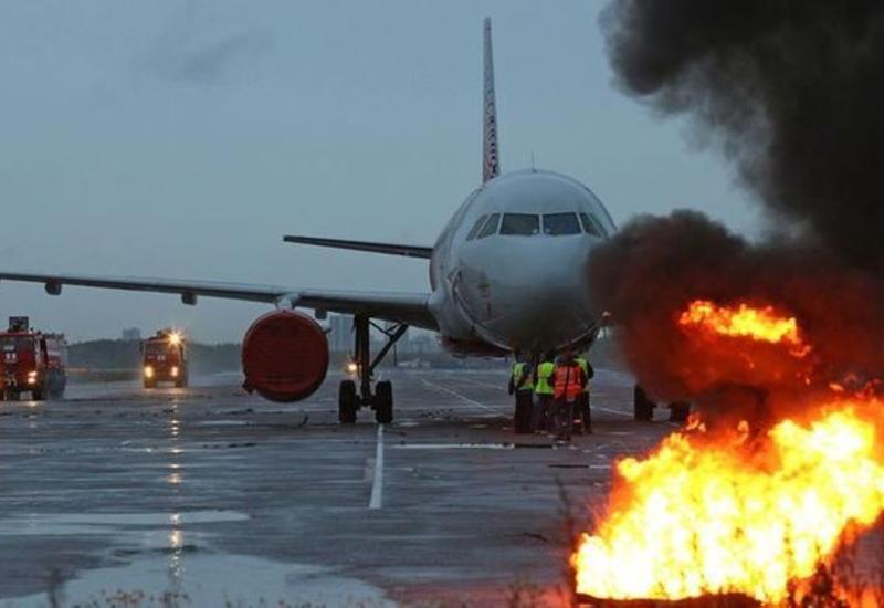 В России перед взлетом загорелся двигатель самолета
