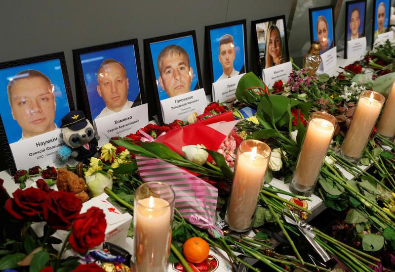Владимир Зеленский встретил самолет с телами погибших в авиакатастрофе в Иране