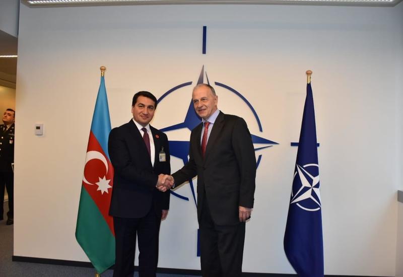 Hikmət Hacıyev NATO Baş katibinin müavini ilə görüşüb